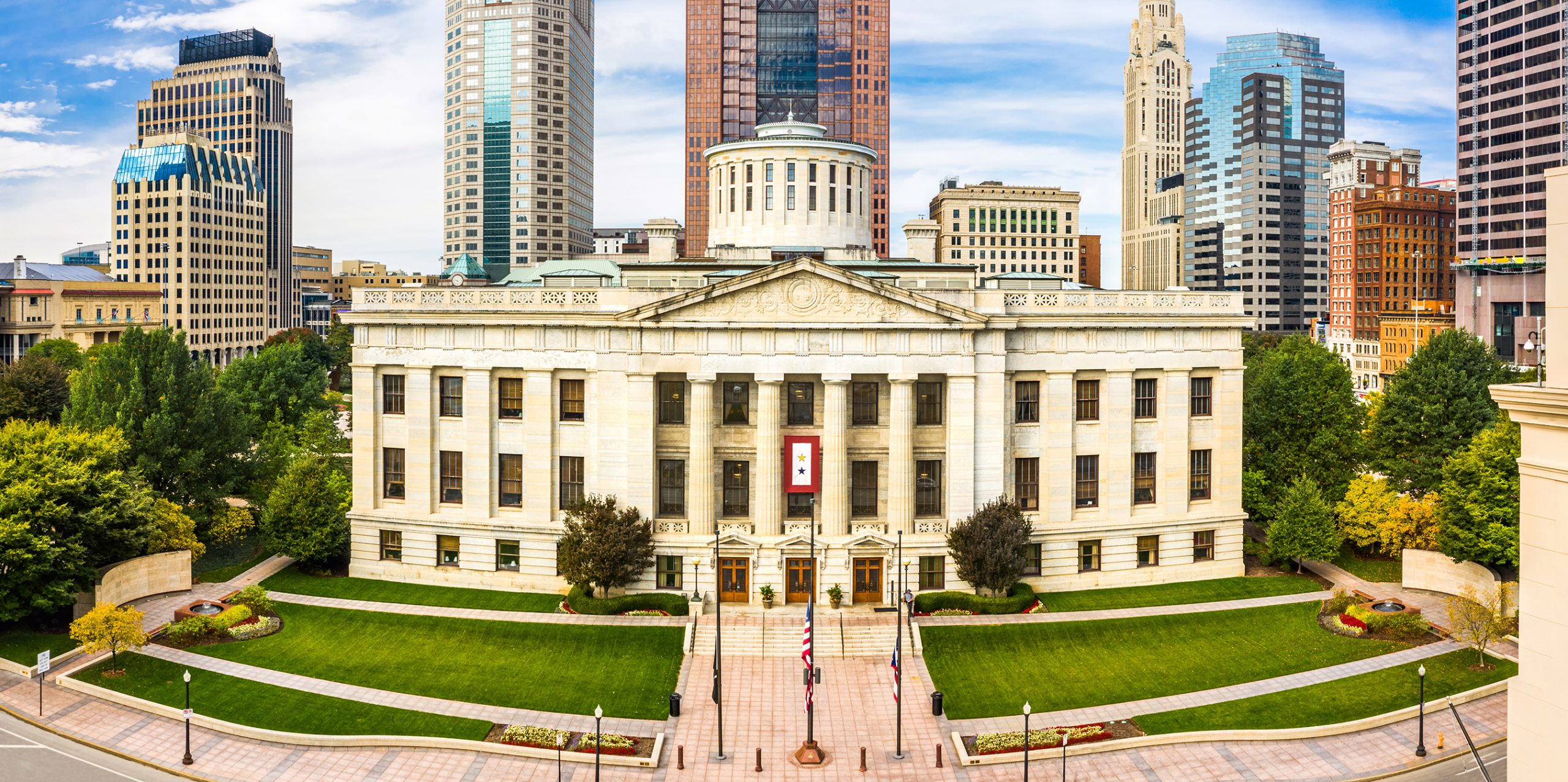 front view of Ohio Statehouse
